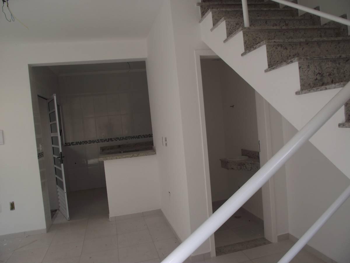 !!! Lindo Sobrado de 68 m². 1 banheiro 2 dormitórios em cima sala #59504A 1200x900 Aviso Banheiro Em Manutenção