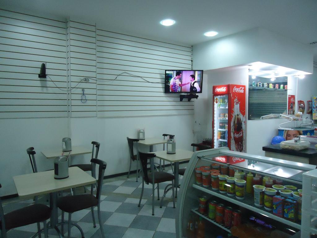 Comerciais Venda Paraná Curitiba Centro Ponto comercial com balcoes #9F2E2C 1024x768 Balança De Banheiro No Ponto Frio