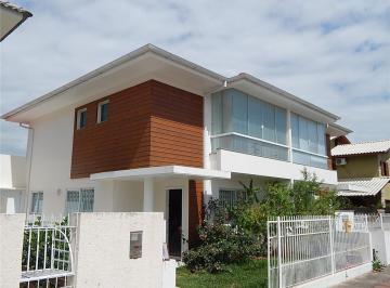 Casa ampla em loteamento no Campeche. Confira !