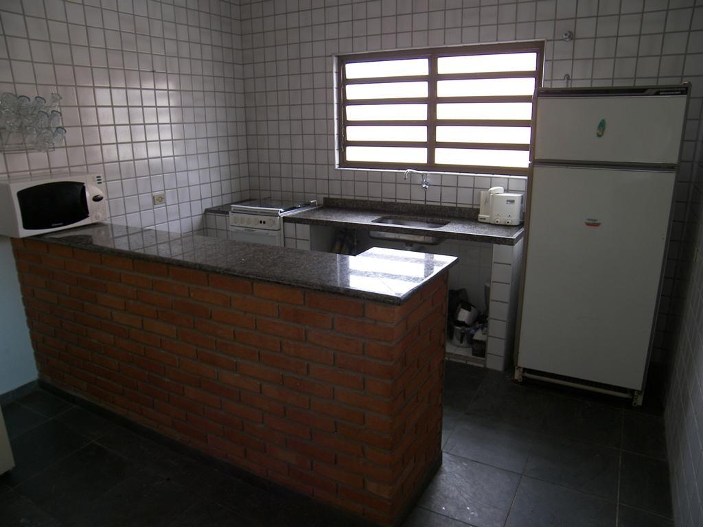 #2D2722 Casa à venda com 3 Quartos Balneário Campos Eliseos Itanhaém R$  1024x768 px Balcão Para Cozinha Estilo Americano_2191 Imagens