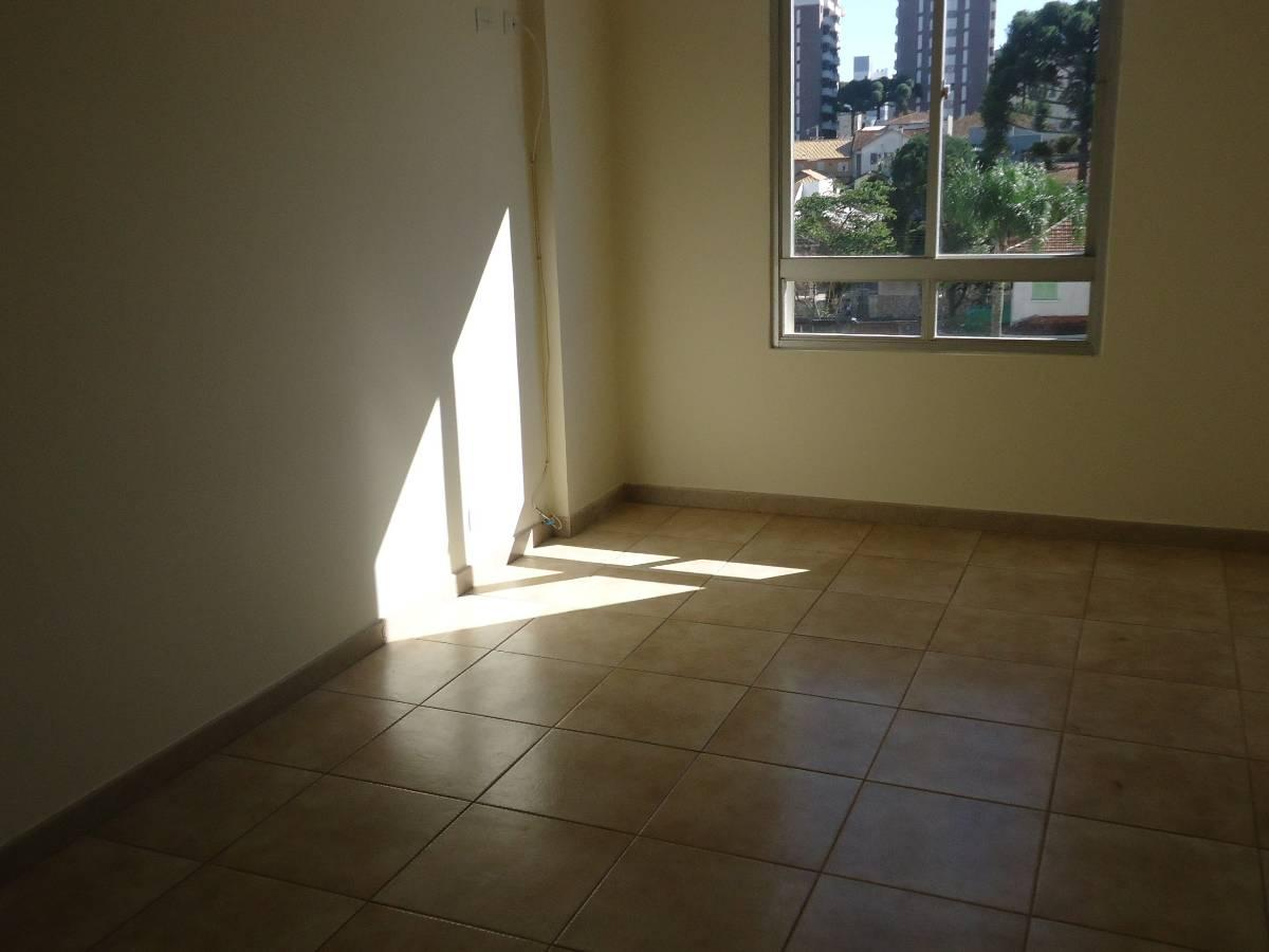 reformado. 3 dormitórios banheiro com hidro sala para #5A4E33 1200x900 Banheiro Com Hidro
