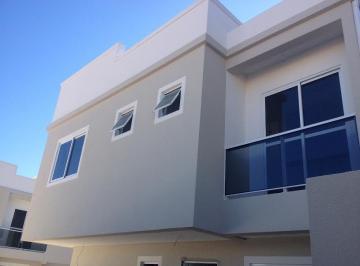 Excelentes sobrados duplex localizados no bairro Uberaba.