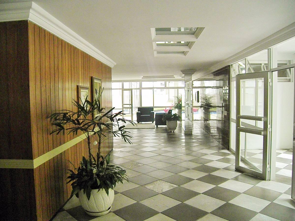 Apartamento à venda com 3 Quartos Bigorrilho Curitiba R$ 435.000  #644B25 1200x900 Banheiro Apartamento Alugado