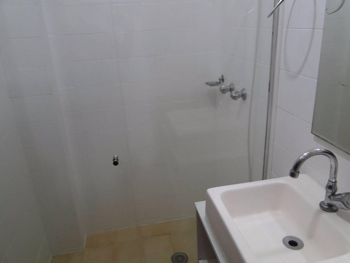 Apartamento à venda com 2 Quartos Água Verde Curitiba R$ 249.000  #5E513C 1200x900 Armario Banheiro Curitiba