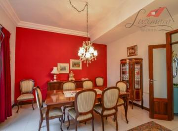 Belíssima residência , ALTO PADRÃO/Personalizada estilo FRANCESA!!!