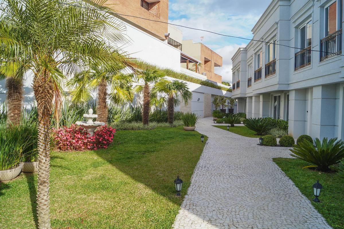 Imagens de #4B5C24 Imovelweb Casas Venda Paraná Curitiba Mercês SOBRADO A VENDA VISTA  1200x800 px 3660 Banheiros Simples Com Hidro