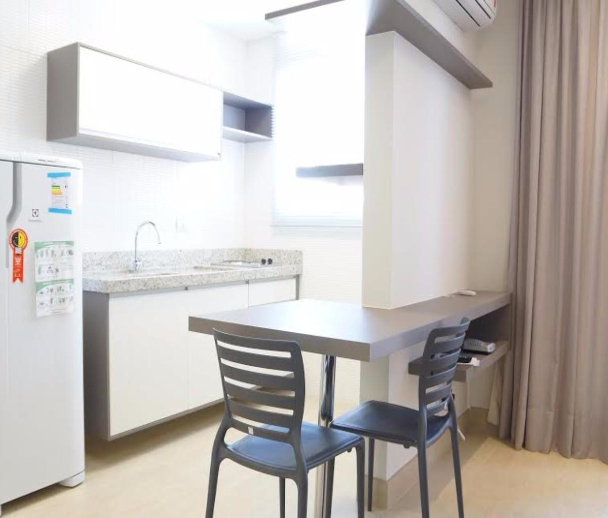 Apartamento para aluguel com 1 Quarto Alto da XV Curitiba R$ 1.550  #436A88 1200x1024 Banheiro De Apartamento Tipo Studio