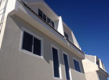 Excelente sobrado tríplex, localizado no bairro Uberaba.