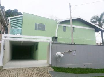 Apartamento no Cabral, Rua Belém, 3 dormitórios e 4 vagas de garagem.