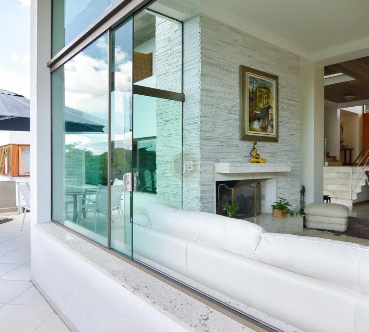 #5F4B2E Casa à venda com 4 Quartos Cascatinha Curitiba R$ 3.300.000 1204  460 Janelas Duplas Curitiba