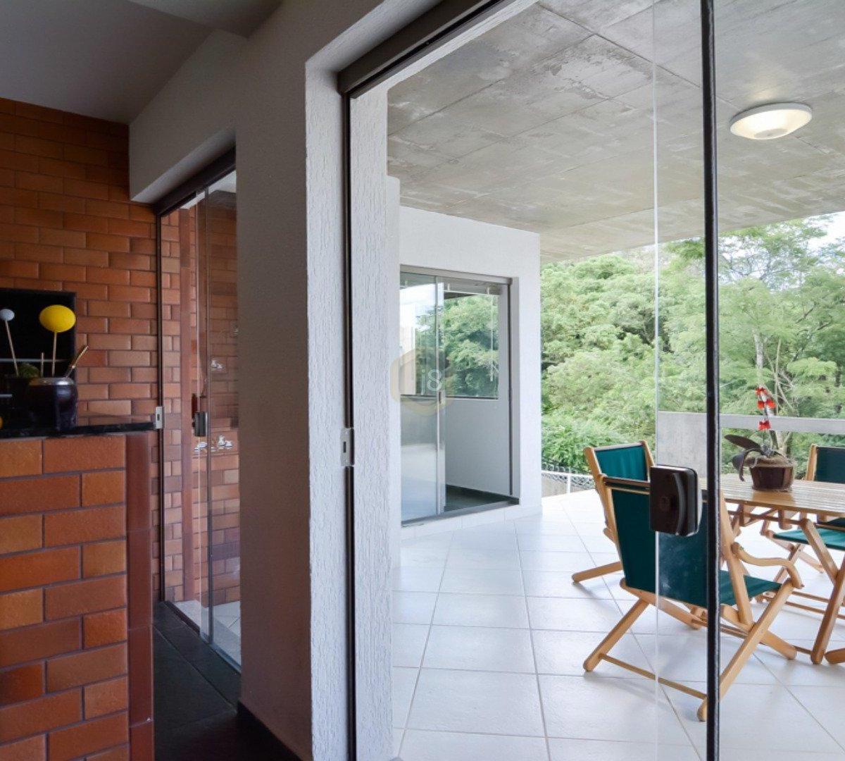 #694033 Casa à venda com 4 Quartos Cascatinha Curitiba R$ 3.300.000 1204  460 Janelas Duplas Curitiba