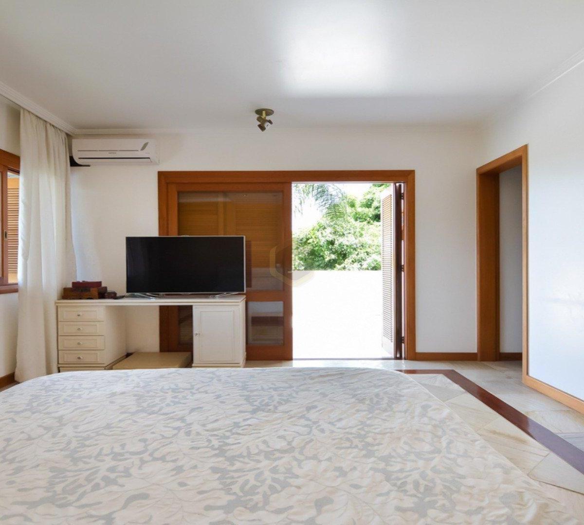 #6C3D1C Casa à venda com 4 Quartos Cascatinha Curitiba R$ 3.300.000 1204  460 Janelas Duplas Curitiba