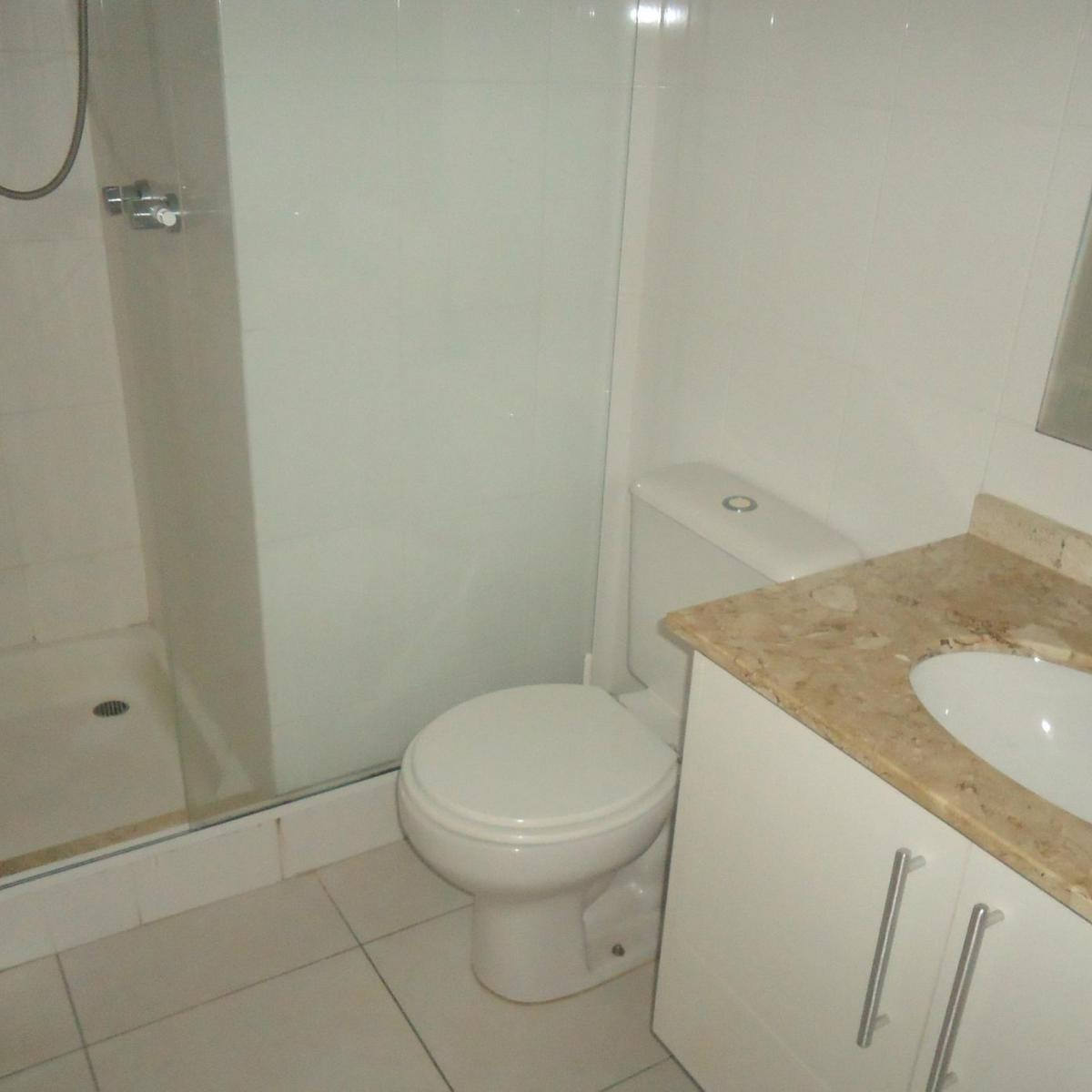Imagens de #71664F Apartamento para aluguel com 1 Quarto Centro Curitiba R$ 1.300 48  1200x1200 px 2810 Box Banheiro Manchado