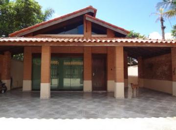 Casa com piscina ao do Sesc Bertioga a 500 metros da praia da Enseada