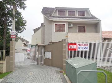 Casa no Capão da Imbuia, 3 suítes, ático, 2 vagas de garagem.