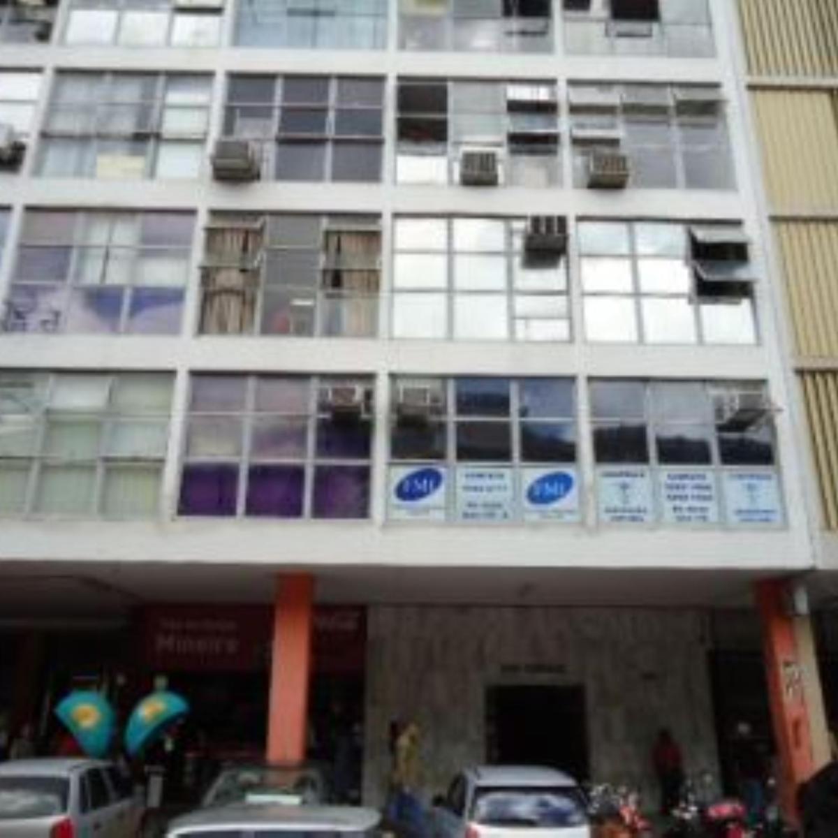 a frente do prédio