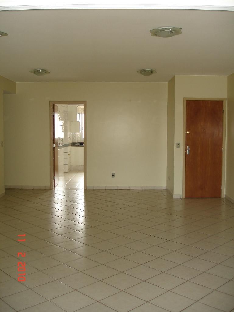 Apartamento (801) Três quartos  Ed. Flamboyant -  Aguas Claras - 3328-5252