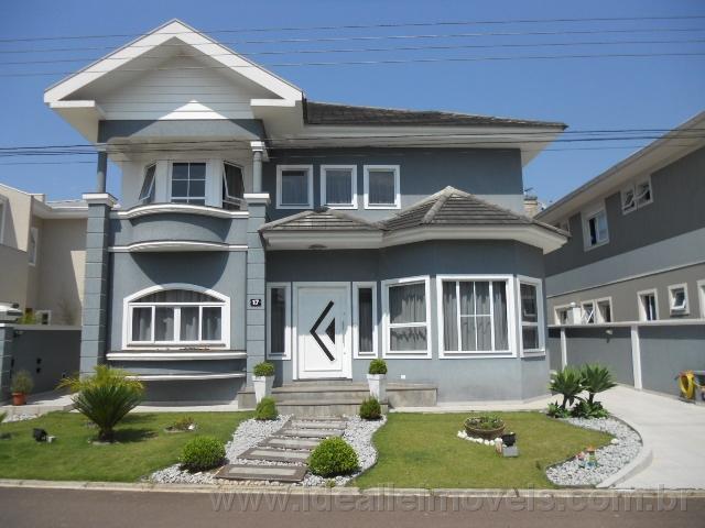 Excelente casa em condomínio.