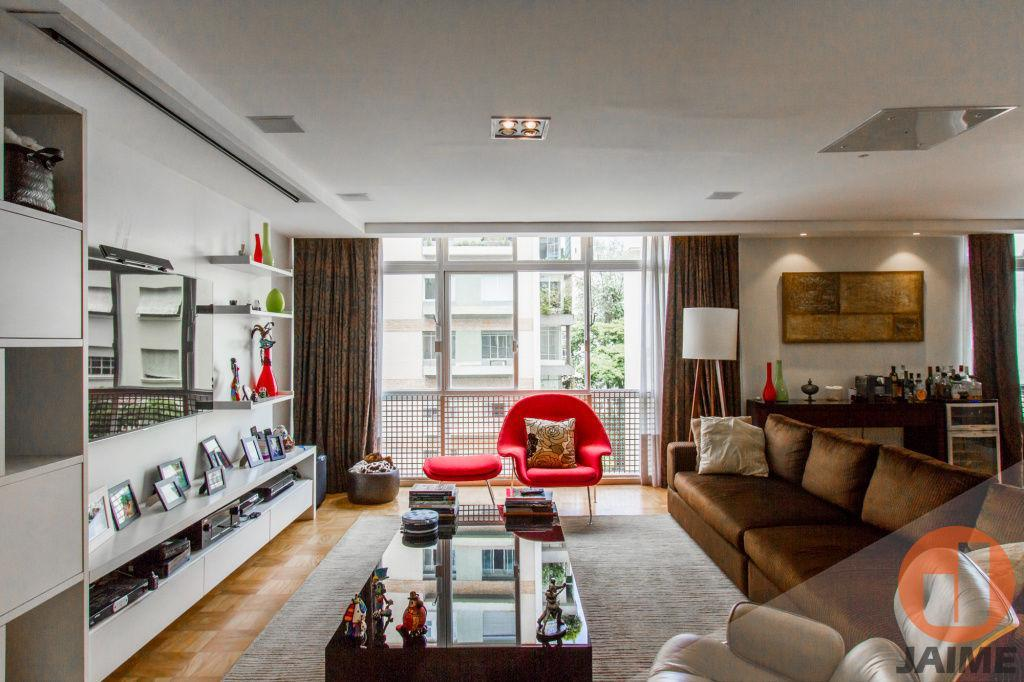 Apartamento reformado 3 dormitórios e 2 vagas em Higienópolis