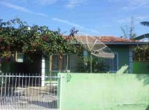 Casa com frente norte com fácil acesso em Ingleses