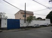 Área de 1.998 m² com galpão amplo
