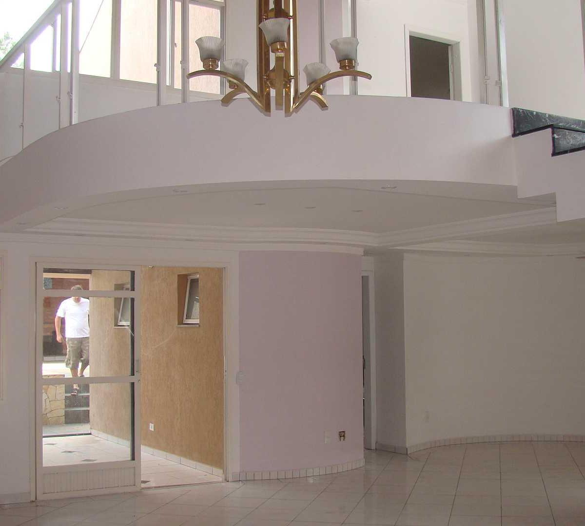 Residência diferenciada com 3 suites, piscina - Santo Inácio - Curitiba