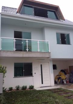 Lindo Triplex em condomínio Fechado, Ótimo Acabamento - Venda de Casas
