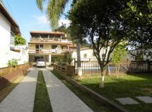 Linda casa com 5 Suítes e piscina a duas quadras da praia do Campeche