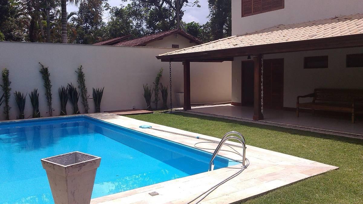 Casa com 4 suites, ar condicionado, piscina.