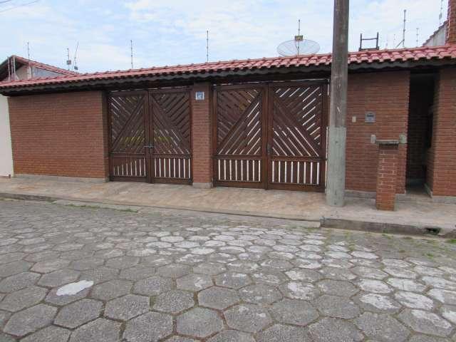 Casa em Peruíbe com 4 dormitórios!