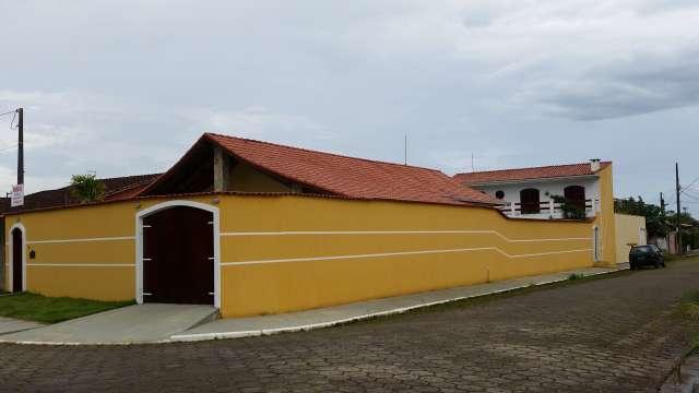 Casa em Peruíbe com 7 dormitórios, piscina, espaço gourmet!