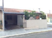Casa à venda em Cajuru