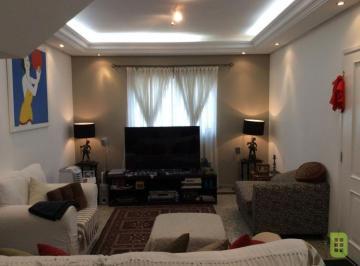 Casa · 139m² · 3 Quartos · 2 Vagas