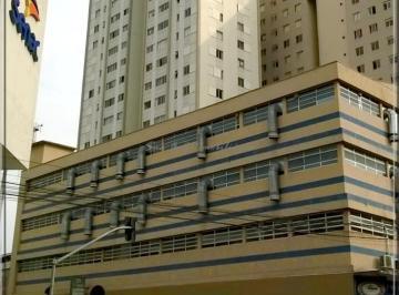 http://www.infocenterhost2.com.br/crm/fotosimovel/1005038/265183007-apartamento-curitiba-centro.jpg