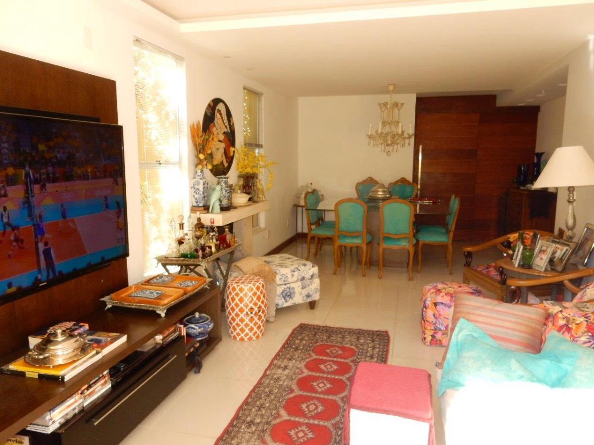 Casa à venda - em Petropolis