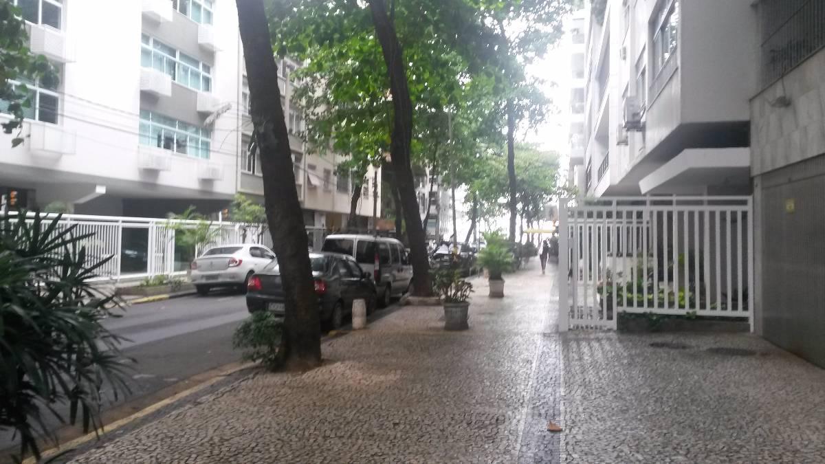 LEBLON  Rua Aristides  Espinola  (quadra da praia)  140 m2