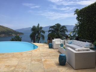 Magnífica mansão vista mar e Ilha Grande 6 suítes piscina infinita.