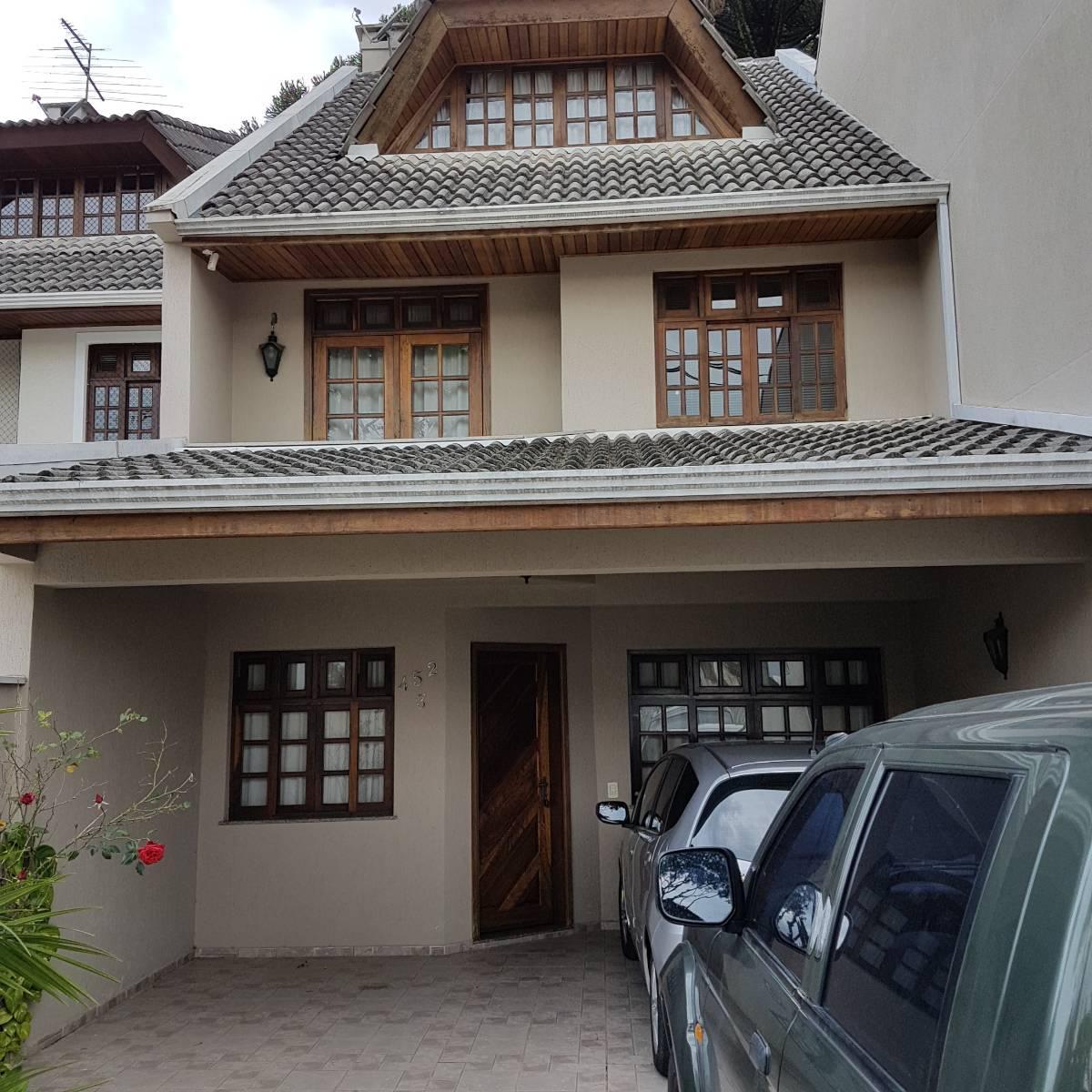 Excelente sobrado tríplex com ótima localização no bairro Uberaba.