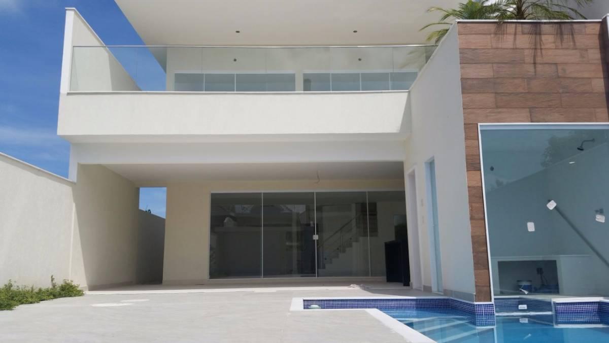 LINDA CASA PRONTA NO CONDOMÍNIO BLUE HOUSES, 4 SUÍTES