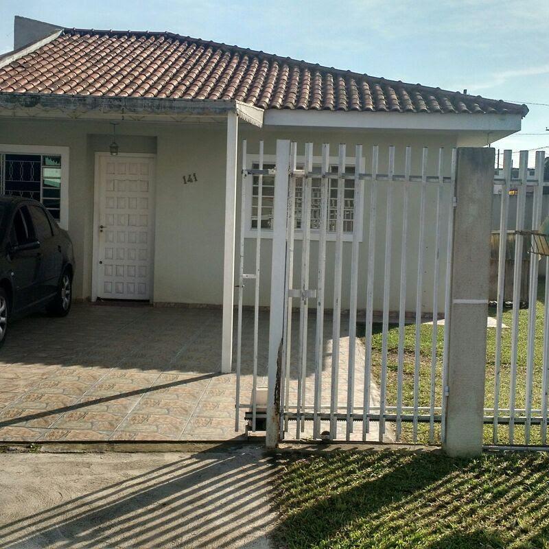 Ótima residência de esquina localizada em São José dos Pinhais.