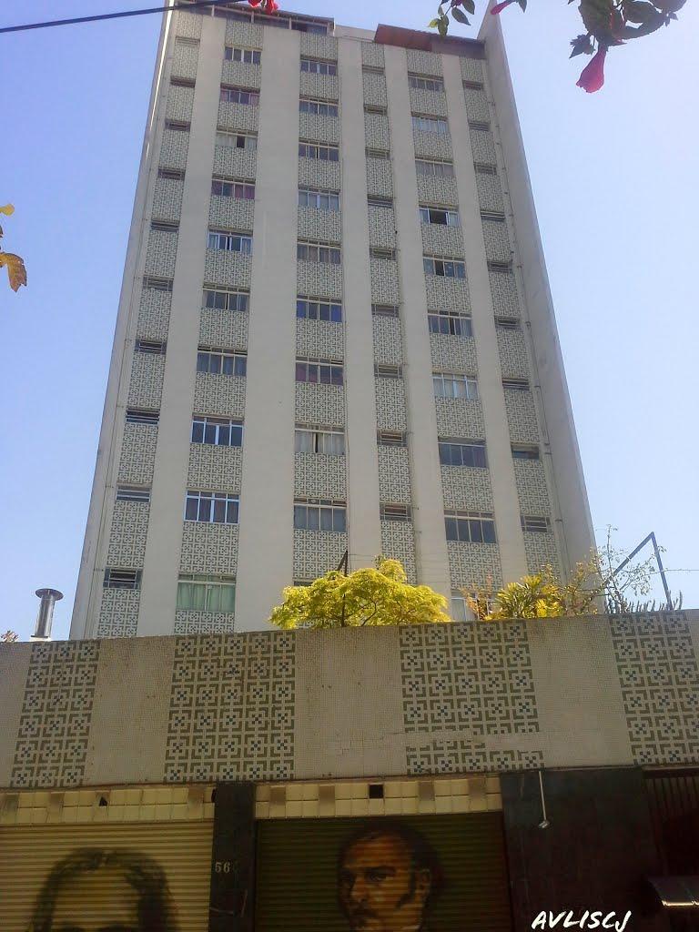 1 dormitório com 1 vaga de garagem na Rua Humaitá e Major Diogo