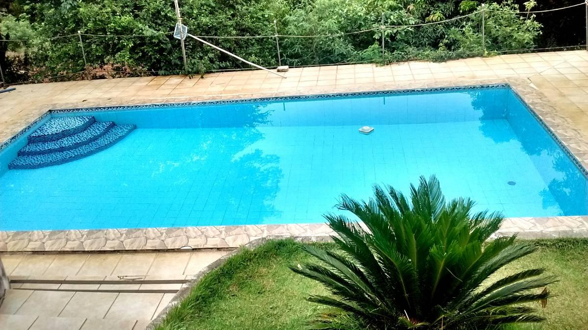 Chácara 1.862 m2  5 km do centro, 2 casas e piscina,asfalto, peq/ reforma.