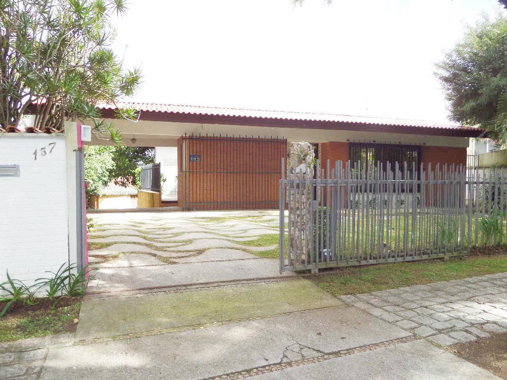 Ampla casa no Bairro Mercês, Rua Cap. Virgínio De Oliveira, 4 dormitórios.