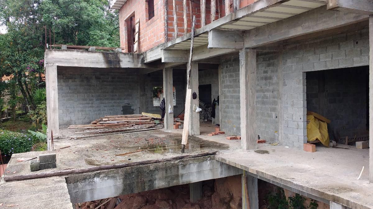 casa com 680 m² de contrução pronta para acabamento