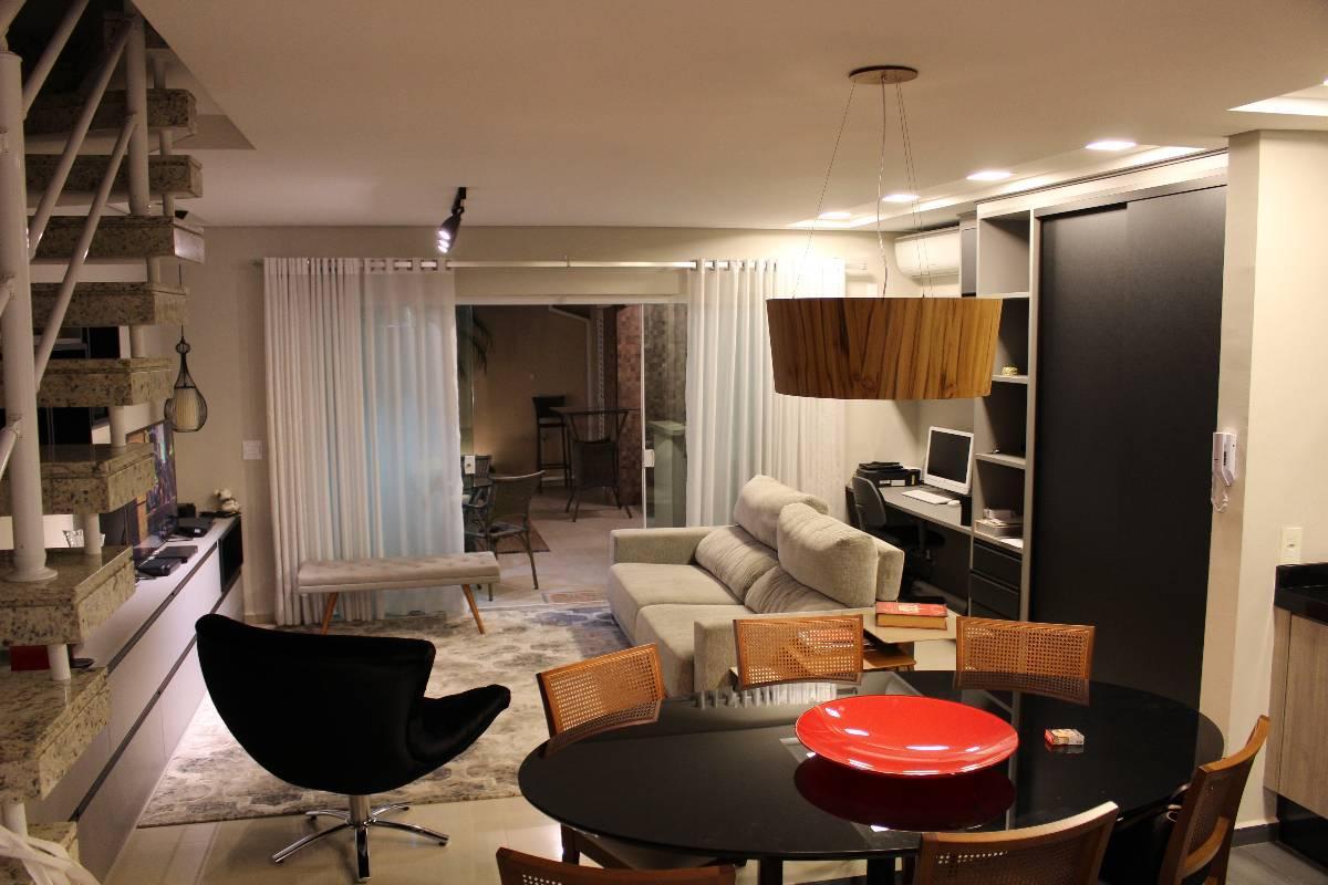 Sobrado aconchegante, 03 quartos, 01 suite, área Gourmet, Condomínio Viva Vida