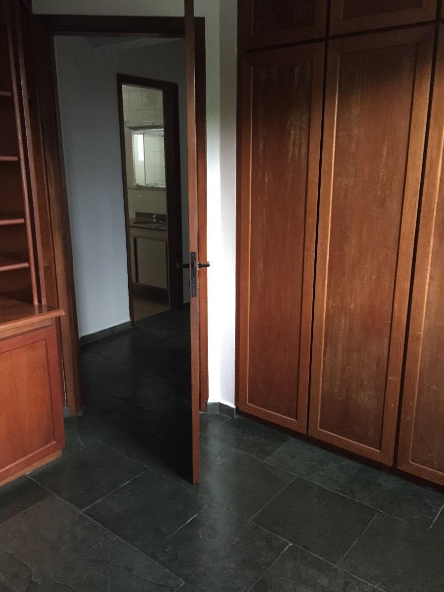 3 dormitórios/ rua arborizada sem saída / Vila Indiana