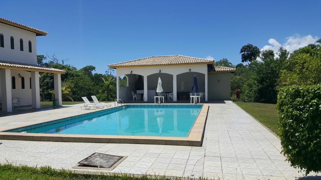 Casa de Condomínio para aluguel e venda em Portão - Lauro de Freitas - BA.
