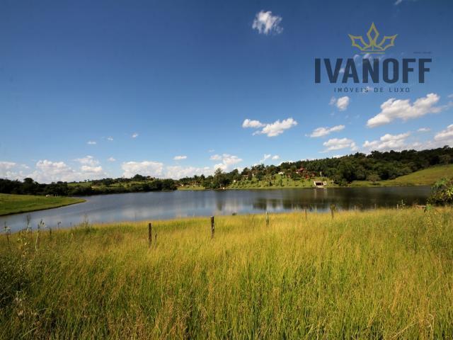 Lindo Terreno Fundo para Lago em Condomínio