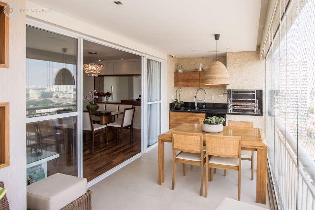 Impecável apartamento com varanda gourmet em andar alto