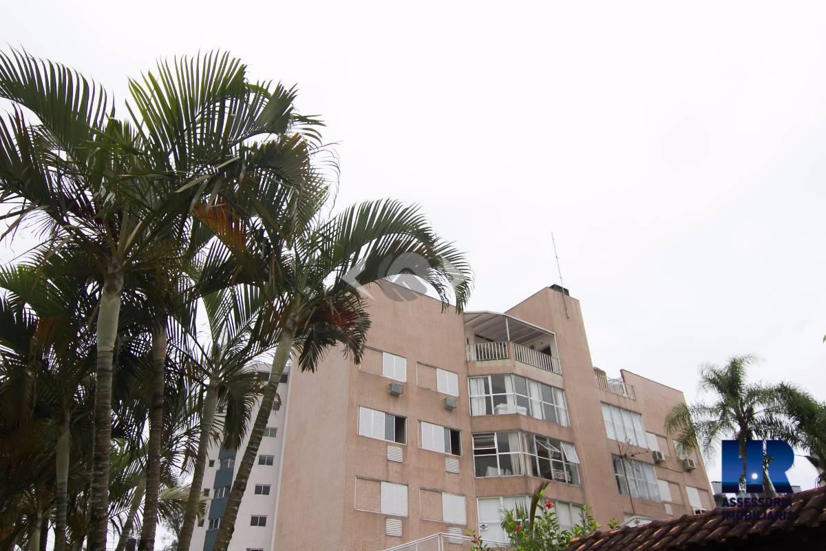 Apartamento de 3 quartos a 1 quadra da praia de Caiobá